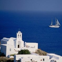 Sifnos , is an island municipality in the Cyclades island group in Greece. Sifnos was inhabited by human beings from at least 4000 BC. Cyprus Greece, Ways To Travel, Travel Ideas, Island Villa, Adventures Abroad, Greek Isles, Areas Of Life, Holiday Places, Paradise On Earth