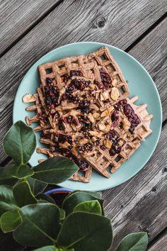 Leckeres Rezept für gesunde vegane Waffeln - für einen guten Start in den Tag! Viel Spaß beim Nachbacken Cereal, Breakfast, Blog, Meal, Morning Coffee, Blogging, Corn Flakes, Breakfast Cereal
