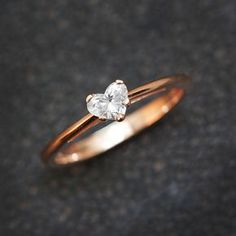 Solitaire Engagement Ring Heart Diamond Ring by SillyShinyDiamonds Solitaire verlovingsring hart diamanten ring door SillyShinyDiamonds Gold Band Ring, Ring Verlobung, Diamond Jewelry, Diamond Heart, Sapphire Rings, Gold Heart Ring, Rose Gold Jewelry, Diamond Bands, Dream Ring