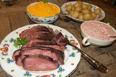 Tjelknøl er en nydelig svensk rett av elg som krever at elgkjøttet er frossent når du starter.1 kg frossen elgstek legges i ildfast form og settes i ovnen på 90 °C. Ta ut steken etter 5-6 timer og sett et steketermometer inn i den tykkeste delen av steken. La den stå til steketermometeret viser Steak, Food, Essen, Steaks, Meals, Yemek, Eten