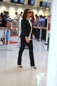 Luiza Brunet no aeroporto (Foto: Marcello Sá Barretto/AgNews)