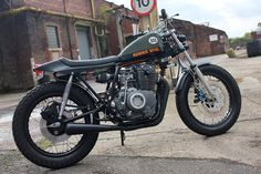 Drew Scialpi-Sullivan's Yamaha (above). It's usually Yamaha's that gets the custom treatment. But this sharp tracker from England, with an motor in an frame, proved that size isn't everything. Yamaha Motorcycles, Vintage Motorcycles, Custom Motorcycles, Custom Bikes, Tracker Motorcycle, Motorcycle Design, Cb 450, Sr500, Flat Tracker