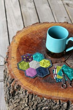 Make a handsewn hexie coaster with this simple english paper piecing tutorial. Perfect fabric scrap project, no sewing machine required.