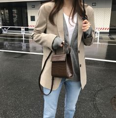 Adore these spring korean fashion. Preppy Mode, Preppy Style, Fashion Pants, Fashion Outfits, Womens Fashion, Fashion Top, Manish Fashion, Minimale Kleidung, Looks Style