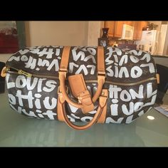 RESERVEDLOUIS VUITTON KEEPALL 50 - SPROUSE Limited edition LV Keepall 50 - Sprouse Graffiti! Absolute the coolest keepall, and are not sold any more! I took this bag traveling to Australia and I was stopped numerous times in the airport for compliments! Near perfect condition, light honey patina & clean inside! This is nearly $1000 below the current market price of this bag! Trade value 3800 Louis Vuitton Bags