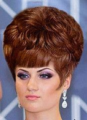 Vintage Hairstyles With Bangs Ladies wore hairstyles like this one in the Classic Hairstyles, Retro Hairstyles, Hairstyles With Bangs, Hollywood Hairstyles, Old Hollywood Hair, Blond, 1960s Hair, Bouffant Hair, Beautiful Haircuts