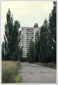 chernobyl photos This is another sample of Soviet architecture, 16 story building with a Soviet state emblem. Chernobyl Nuclear Power Plant, Chernobyl Disaster, Abandoned Cities, Abandoned Houses, Nuclear Disasters, Lost City, Keep It Real, Ghost Towns, Tahiti