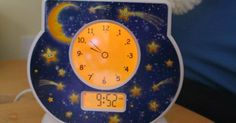Does your toddler or preschooler wake up too early? Is your bedtime routine too long? A toddler clock can help, but which one? Toddler Alarm Clock, Toddler Chart, Toddler Quotes, Parenting Toddlers, Parenting Tips, Age Appropriate Chores, Toddler Discipline, Bedtime Routine, Baby Needs