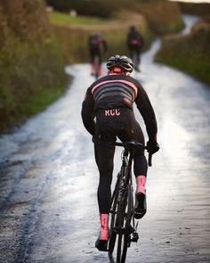 Welcome to all the 2018 members of the Rapha Cycling Club. We look forward  to 55dd6bef8