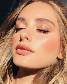 """"" How to Use Liquid, Cream & Powder Highlighter For Professional Makeup """" Lindo maquillaje con suave color rosa """" Makeup Trends, Makeup Inspo, Makeup Inspiration, Makeup Ideas, Makeup Hacks, Makeup Goals, Beauty Trends, Fashion Inspiration, Sommer Make-up Looks"