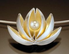 'Lotus with pearl pendant' by Thea Izzi   Cupped petals of sterling silver and 22K gold bimetal centered on a freshwater pearl. Pendant Jewelry, Gemstone Jewelry, Pearl Pendant, Metal Jewelry, Jewelry Art, Fine Jewelry, Jewelry Design, Jewelry Necklaces, Silver Jewelry