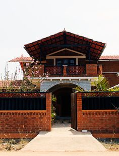 Centre for Vernacular Architecture Trust :: Gallery - Ashley Home Kerala Architecture, Brick Architecture, Vernacular Architecture, Cultural Architecture, Sacred Architecture, Kerala Traditional House, Traditional House Plans, Indian Home Design, Kerala House Design