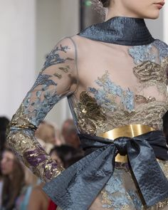 Elie Saab Fall 2019 Runway Pictures - Elie Saab in Couture Fall 2019 - De .Elie Saab Fall 2019 Runway Pictures - Elie Saab in Couture Fall 2019 - De . - Elie Saab Fall 2019 Runway Pictures – E# couture Elie Saab Couture, Couture Mode, Chanel Couture, Style Couture, Couture Details, Fashion Details, Fashion Design, Women's Couture Fashion, Trend Fashion