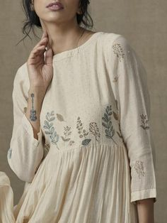 Botanical Tier Dress - Everything you are looking for Linen Dresses, Cotton Dresses, Casual Dresses, Fashion Dresses, Kurta Designs Women, Blouse Designs, Dress Designs, Indian Dresses, Indian Outfits