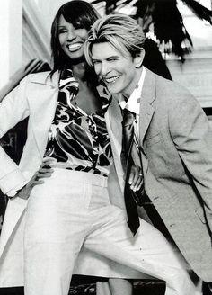 Od roku 1992 až do jeho loňského úmrtí byla manželkou zpěváka Davida Bowieho.   Iman (fashion model from Somalia) and her husband David Bowie