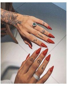 Finger Tattoo Designs, Tiny Finger Tattoos, Small Girl Tattoos, Small Tattoo Designs, Tattoo Finger, Tattoo Small, Finger Tats, Tattoo Hand, Wrist Tattoo
