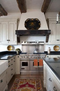 Range hood by Francie Hargrove Interior Design