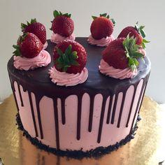 three layer moist classic chocolate cake recipe, added fresh strawberry puree to Strawberry Meringue Buttercream, rich dark chocolate glaze over the top! Strawberry Cake Decorations, Chocolate Decorations, Strawberry Cakes, Strawberry Meringue, Strawberry Puree, Pretty Cakes, Cute Cakes, Yummy Cakes, Bolos Naked Cake