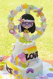 Celebraciones en familia Hippie Birthday Party, Hippie Party, Office Birthday, Bolo Hippie, Hippie Cake, Fiesta Flower Power, Flower Power Party, 60th Birthday Cakes, Birthday Parties