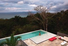 Casa Torcida: modern Pool by SPG Architects Deck Construction, Modern Pools, Indoor Outdoor, Outdoor Decor, Outdoor Pool, Beautiful Villas, Building A Deck, Prefab Homes, Built Environment