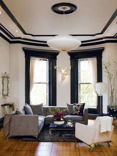 Alternating black and white crown moulding and window frames