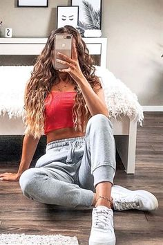 6 phrases signifying that your man doesn't love you anymore Cute Lazy Outfits, Cute Swag Outfits, Teenage Girl Outfits, Crop Top Outfits, Basic Outfits, Sporty Outfits, Teen Fashion Outfits, Teenager Outfits, Girly Outfits