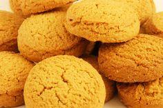 Rommergrøt Ingredienti per 4 persone: 1 lt. di panna densa, 1 ¼ tazza di farina, 2 tazze di latte, 1 tazza di zucchero, 1 cucchiaio di cannella tritata. Procedimento: Versare la panna in una casser…