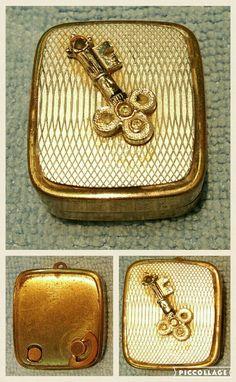 Vintage music box key chain