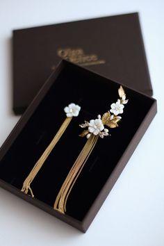 Mother of pearl floral ear cuff Cartilage earring Ear climber Flower bridal earrings Silver chain earrings Ear cuff no piercing Ear wrap Bar Stud Earrings, Jewelry Design Earrings, Ear Jewelry, Cartilage Earrings, Chain Earrings, Bridal Earrings, Cute Jewelry, Ear Piercings, Wedding Jewelry