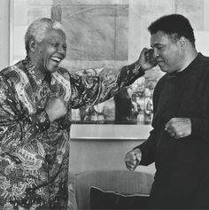 """When Nelson Mandela was imprisoned on Robben Island, he said Muhammad Ali made him feel the walls weren't there.P Muhammed Ali "" Nelson Mandela, Mohamed Ali, Boxing Videos, Boxing News, Boxing Boxing, Boxing Posters, Love Fight, Boxing Champions, Black History Facts"