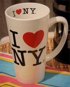 Nós amamos café e a Kelly Stein, ama MUITO Nova York. Sua caneca é de lá! Quer conhecer mais sobre essa história?
