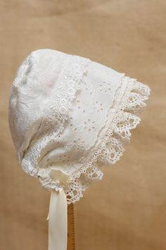 $43.00 Reversible spring garden bonnet Sun bonnet by StarlitesChild Baby Bonnet Pattern, Baby Hat Knitting Pattern, Baby Hat Patterns, Beanie Pattern, Baby Girl Beanies, Baby Hats, Little Mermaid Costumes, Baby Girl Crochet, Baby Bonnets