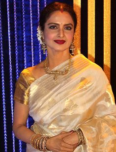 Rekha doesn't fit into my scheme of things now, says Umrao Jaan director! Rekha Saree, Bollywood Saree, Bollywood Actress, Sabyasachi, Bollywood News, Indian Bridal Sarees, Kerala Saree, Classy Girl, Elegant Saree