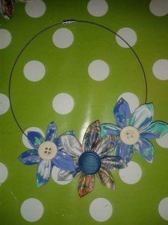 collana con fiori di stoffa