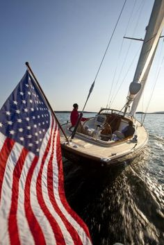 american flag on boat American Pride, American Flag, Les Hamptons, Sea To Shining Sea, Home Of The Brave, Remo, Land Of The Free, Sail Away, Old Glory