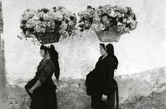 Buy online, view images and see past prices for EDOUARD BOUBAT Femmes aux Fleurs, Portugal. Invaluable is the world's largest marketplace for art, antiques, and collectibles. Vintage Photography, Street Photography, Art Photography, School Photography, People Photography, Fondation Cartier, Become A Photographer, Documentary Photography, Belle Photo