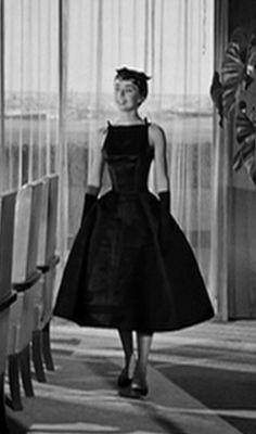 Audrey Hepburn Dress Sabrina's Red Dress! Sabrina Audrey Hepburn, Audrey Hepburn Black Dress, Style Audrey Hepburn, Aubrey Hepburn, Audrey Hepburn Wedding Dress, Audrey Hepburn Costume, Vintage Outfits, Vintage Dresses, Nice Dresses