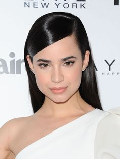 Sofia Carson Sleek Hairstyles, Celebrity Hairstyles, Sabrina Carpenter, Beauty Makeup, Hair Makeup, Hair Beauty, Selena, Sophia Carson, Makeup For Teens