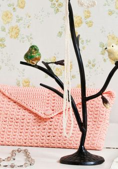 Virkattu kirjekuorilaukku SK 3/13 Next Bags, Drawstring Backpack, Backpacks, Crochet, Backpack, Ganchillo, Crocheting, Knits, Chrochet
