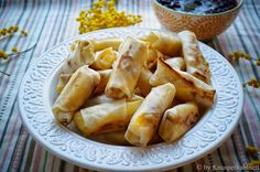 KNUSPERKABINETT: Mango-Cashew-Rolls mit Beeren-Minz-Salsa