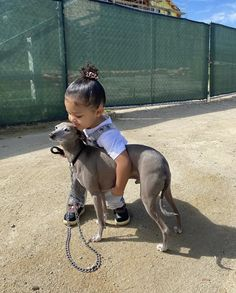 Kylie Jenner — kyliejenner: to our future women 🤍. Kylie Jenner Dogs, Mode Kylie Jenner, Jenner Kids, Looks Kylie Jenner, Estilo Kylie Jenner, Estilo Kardashian, Jenner Family, Kardashian Family, Kardashian Jenner