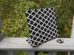 """Quatrefoil Magnet Board - Black Quatrefoil Fabric (Mini-Board) - Perfect photo frame or reminder board 6"""" x 6"""" by rememorydesigns on Etsy"""