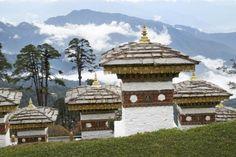 Bhutan on Aasian mystisimpiä maita. Ensimmäinen päällystetty tiekin valmistui vasta 1962. Lue juttumme!   Mondo.fi