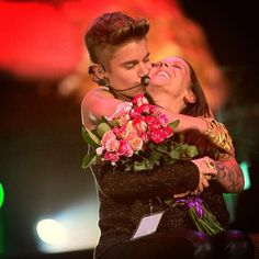 Justin Bieber Embraces Mother on Stage in South Africa