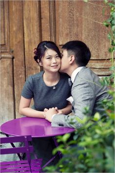 Asian Paris engagement session | Image by WeddingLight Photography