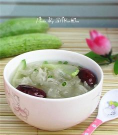 Cucumbers and white fungus soup