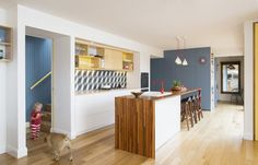 http://www.designhunter.net/funky-melbourne-laneway-architecture-electic-interiors/