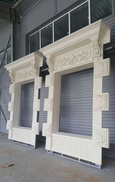 Красивые фасады из СФБ Exterior Wall Design, Exterior Wall Cladding, Facade Design, Interior And Exterior, Classic Architecture, Facade Architecture, Pillar Design, Classic House Design, Plafond Design