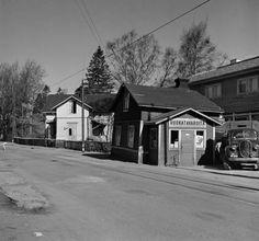 Kuvien sijaintia on vaikea uskoa: Lumottu kaupunginosa, jota ei enää ole Helsinki, History Of Finland, Time Travel, The Past, Cabin, Black And White, House Styles, Modern, Pictures