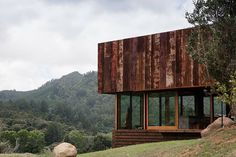 herbst architects builds K valley house in new zealand from recycled materials